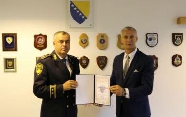 Dodjela Zahvalnice policijskom komesaru Šut Semiru