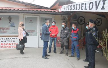 Komesar Šut posjetio hrabre mještane Begovog Hana i zahvalio se na odlučnoj reakciji prilikom hapšenja izvršioca krivičnog djela