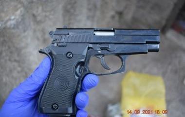 Izvršenim pretresima u Zenici pronađena opojna droga i oružje