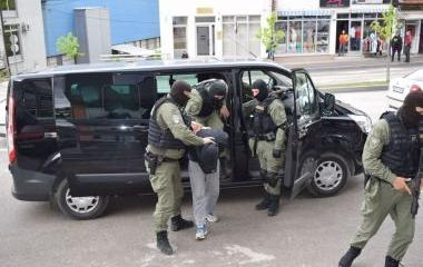"""Policijski timovi Uprave policije MUP-a ZDK u okviru operativne akcije """"MREŽA IV"""" vrše pretrese na 19 lokacija u Kaknju i dvije lokacije u Ilijašu i Bihaću"""